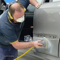 پذیرش انواع اتومبیل مدل بالا صافکاری ونقاشی شاسی کشی با دستگاه تخصصی لیسه گیری